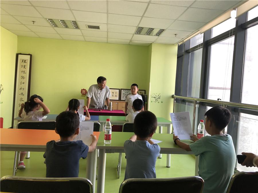 史英潭老师在课堂上.jpg